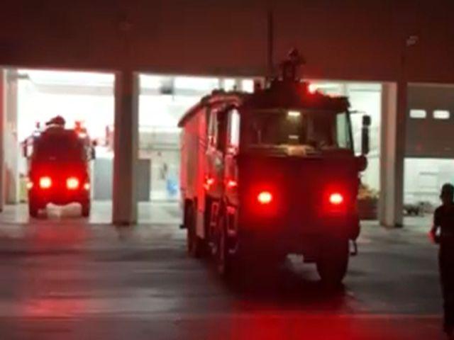 (vid) Ο εντυπωσιακός τρόπος που η Πυροσβεστική Υπηρεσία Μυκόνου υποδέχθηκε τη νέα χρονιά