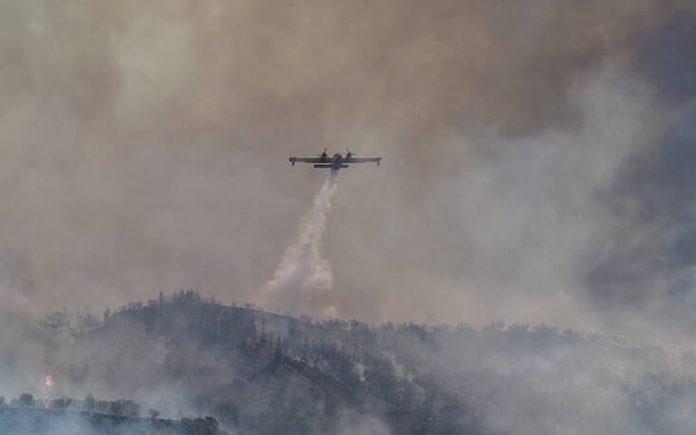 Φωτιά τώρα στην Τζια – Στη μάχη ελικόπτερα και επίγειες δυνάμεις