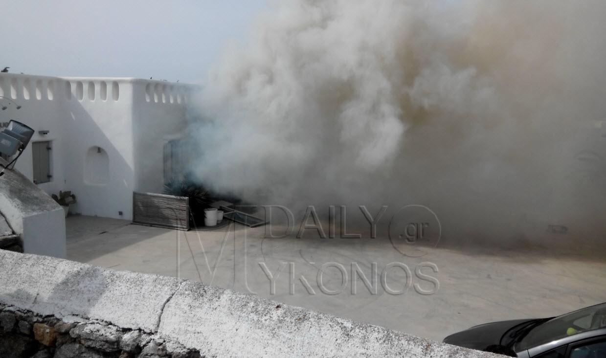 ΣΥΜΒΑΙΝΕΙ ΤΩΡΑ: Φωτιά σε μαγαζί στον περιφερειακό απειλείται ολόκληρο το κτίριο