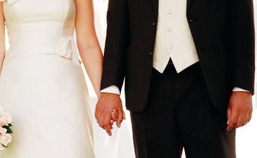 Με πρόστιμα απειλούνται όσοι καθυστερούν να δηλώσουν τον γάμο ή την γέννηση του παιδιού τους