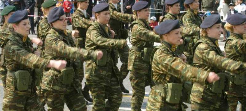 Θητεία έξι μηνών για τις γυναίκες στο στρατό