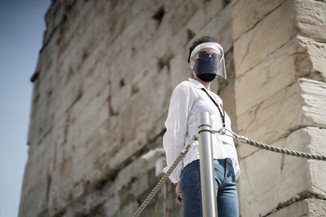 Κοροναϊός : Οι προσωπίδες χωρίς μάσκα από μέσα δεν παρέχουν προστασία