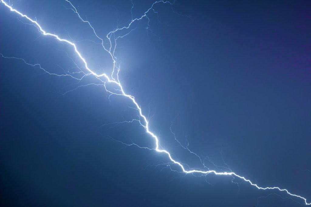 Καιρός: Έκτακτο δελτίο επιδείνωσης – Έρχονται ισχυρές καταιγίδες και χαλάζι