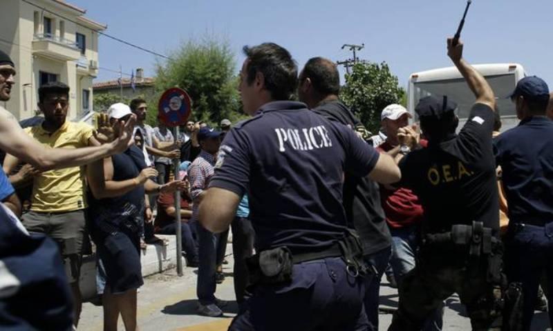 Χάος στη Μυτιλήνη: Μετανάστες επιχείρησαν να εισβάλουν στο Blue Star 1