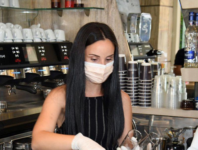 Σε ποιες επιχειρήσεις είναι υποχρεωτική η χρήση μάσκας για προσωπικό και κοινό - Τι ισχύει για τους δημόσιους υπαλλήλους