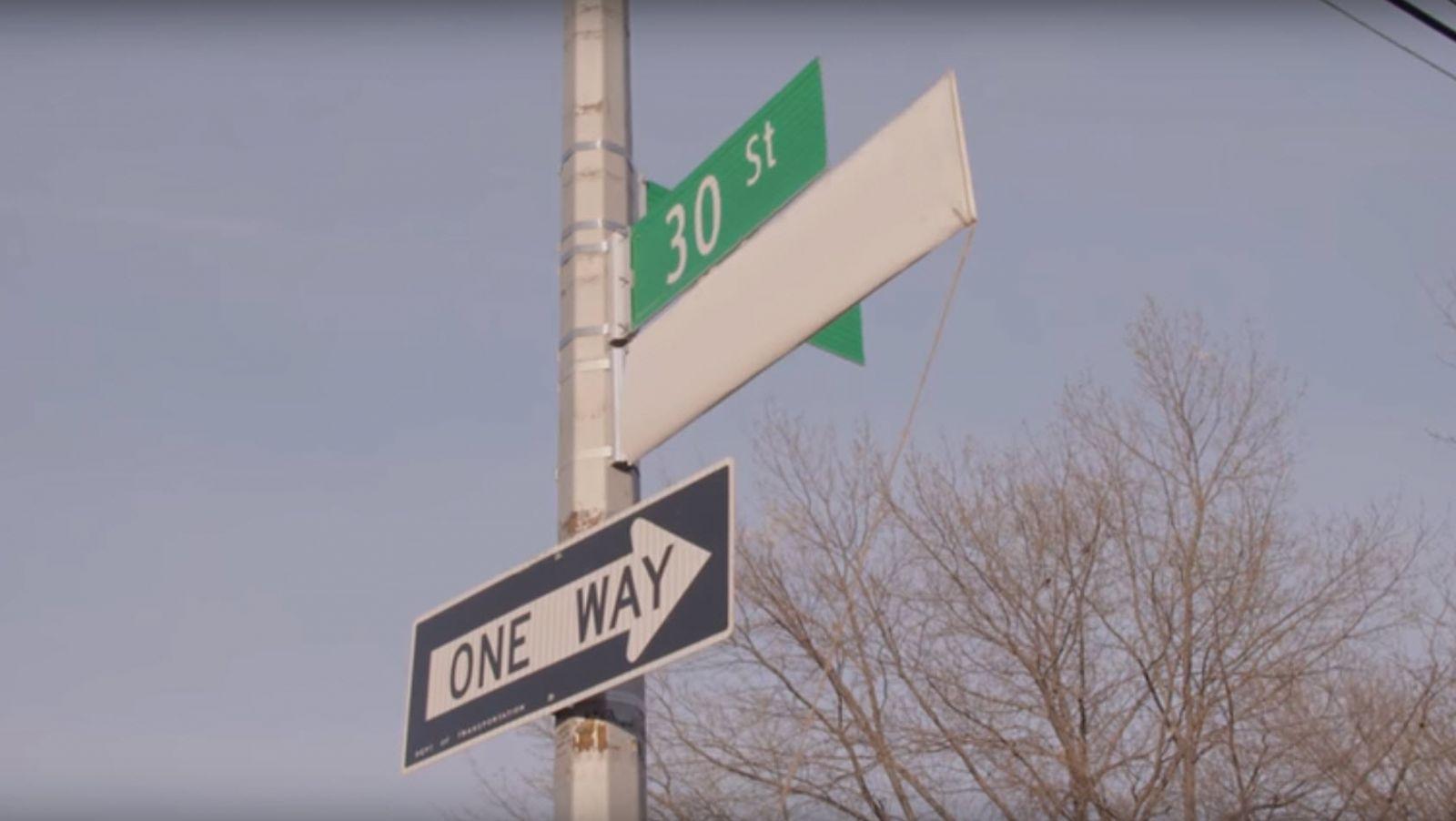 Σήμανση οδού στα ελληνικά στη Νέα Υόρκη - Δείτε βίντεο+φωτο