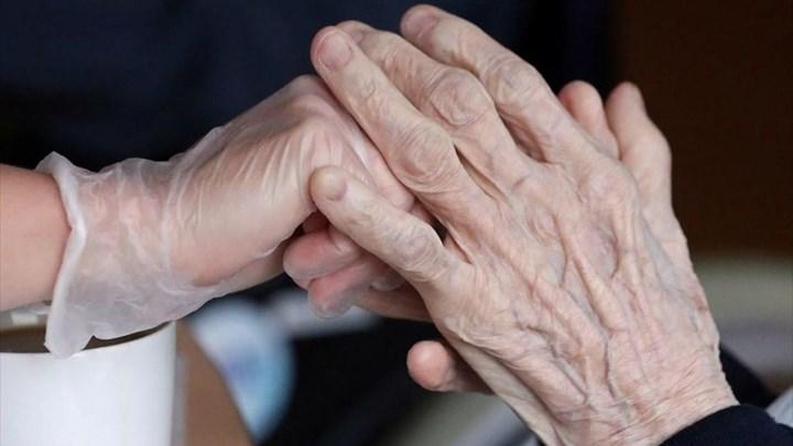 Κορονοϊός: Αυξημένη η πιθανότητα επαναλοίμωξης των ηλικιωμένων - Πόσο μειώνεται η ανοσία στους άνω των 65