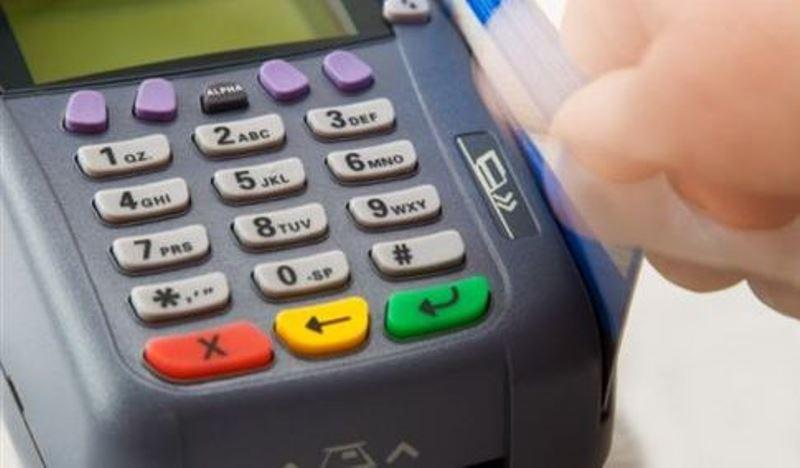 Υποχρεωτική η χρήση καρτών - Ποιοι θα δέχονται μόνο πλαστικό χρήμα