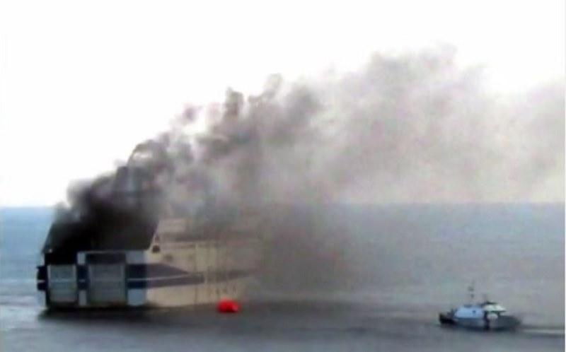Τα ναυτεργατικά σωματεία ζητούν απαντήσεις για τη φωτιά στο Norman Atlantic