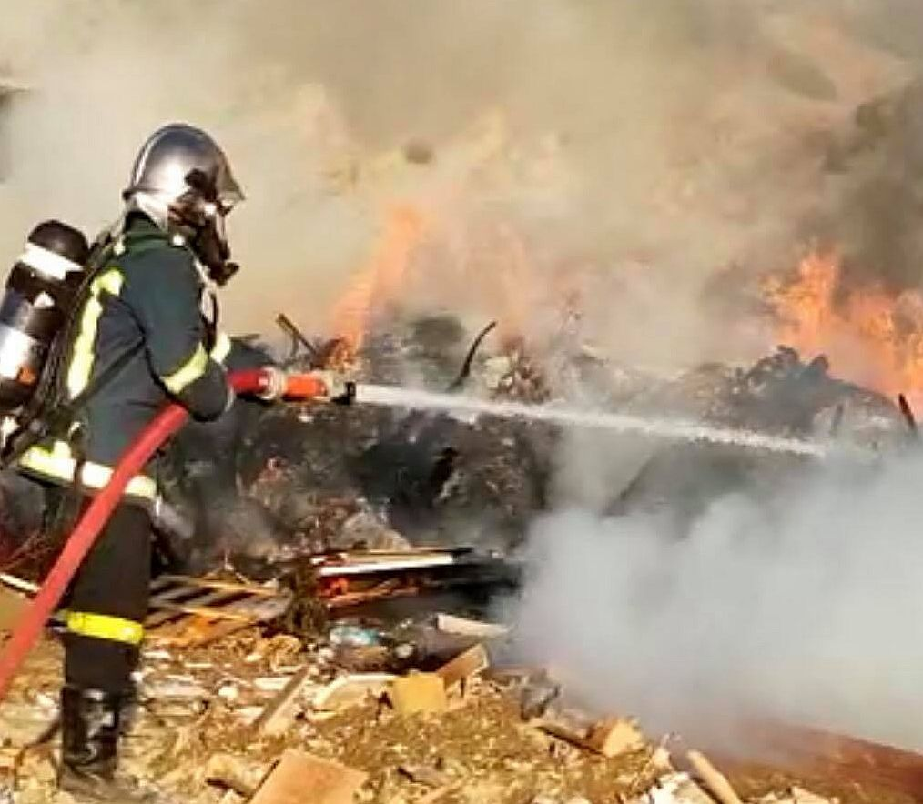 Έσβησε η φωτιά στο ΧΥΤΑ χάρη στην άμεση επέμβαση της Πυροσβεστικής και του Δήμου Μυκόνου