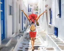 «Χαριστική βολή» στον τουρισμό: Σε ποια νησιά ετοιμάζονται να επιβάλουν lockdown μέσα στον Αύγουστο - Αποφασίζουν σήμερα