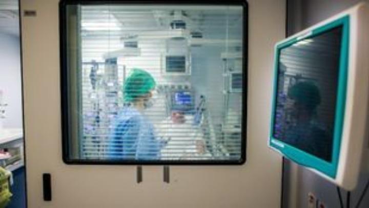 Δύο στους 100 ασθενείς Covid-19 σε ΜΕΘ παθαίνουν εγκεφαλικό
