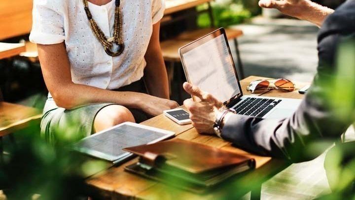 Εργασιακή ικανοποίηση αισθάνεται το 70% των εργαζομένων στην Ελλάδα, σύμφωνα με έρευνα