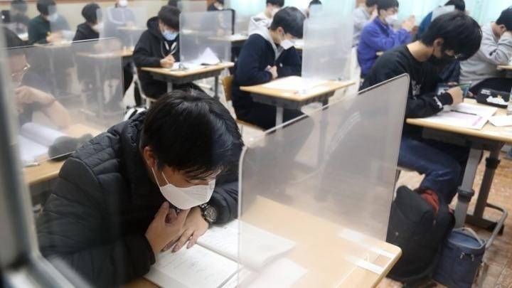 Η λειτουργία των σχολείων στον κόσμο κατά τη διάρκεια του τρέχοντος κύματος της πανδημίας