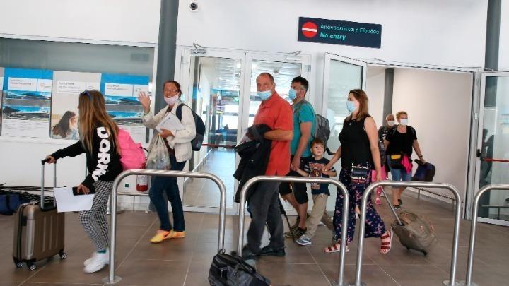 ΠΟΥ: Δεν υπάρχει στρατηγική μηδενικού κινδύνου στη χαλάρωση των ταξιδιωτικών περιορισμών