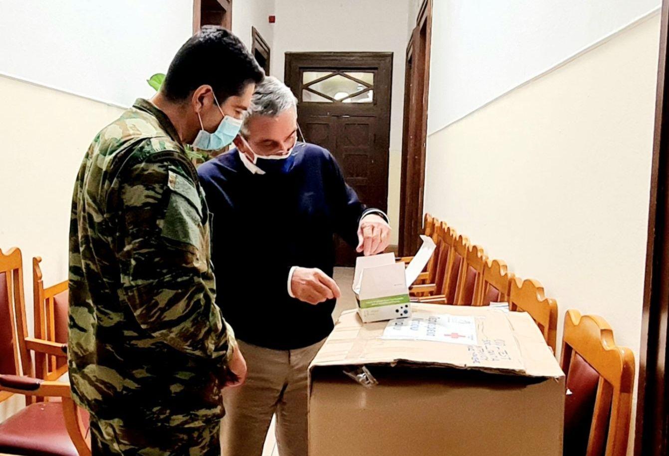 Παράδοση μεγάλου αριθμού rapid test από την Περιφέρεια Νοτίου Αιγαίου στην 95 ΑΔΤΕ