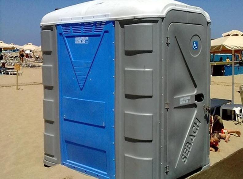 Μύκονος: Χημικές τουαλέτες σε γήπεδα και παραλίες