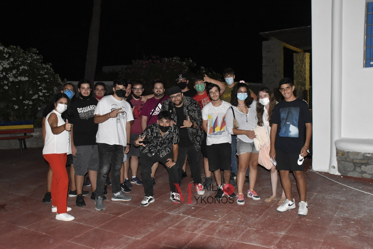 2ο Mykonos Youth Festival: Προσέφερε πολύ γέλιο η παράσταση «Από την άλλη» του Κώστα Μαλιάτση