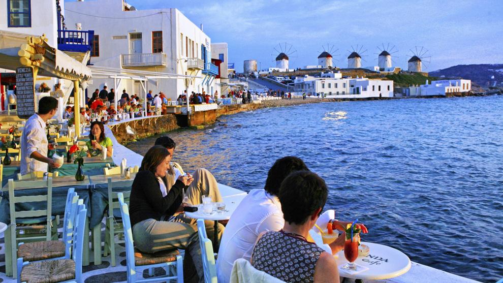 (vid) Voucher στον εσωτερικό τουρισμό και άτοκα δάνεια στους κομιστές επιταγών