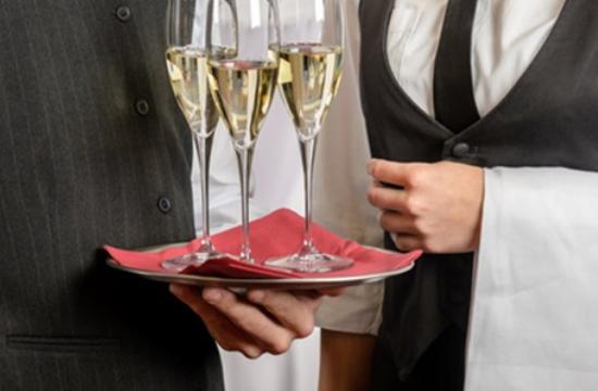 ΠΟΕΕΤ: Οικονομική ενίσχυση των εργαζομένων σε ξενοδοχεία και εστιατόρια το Μάιο