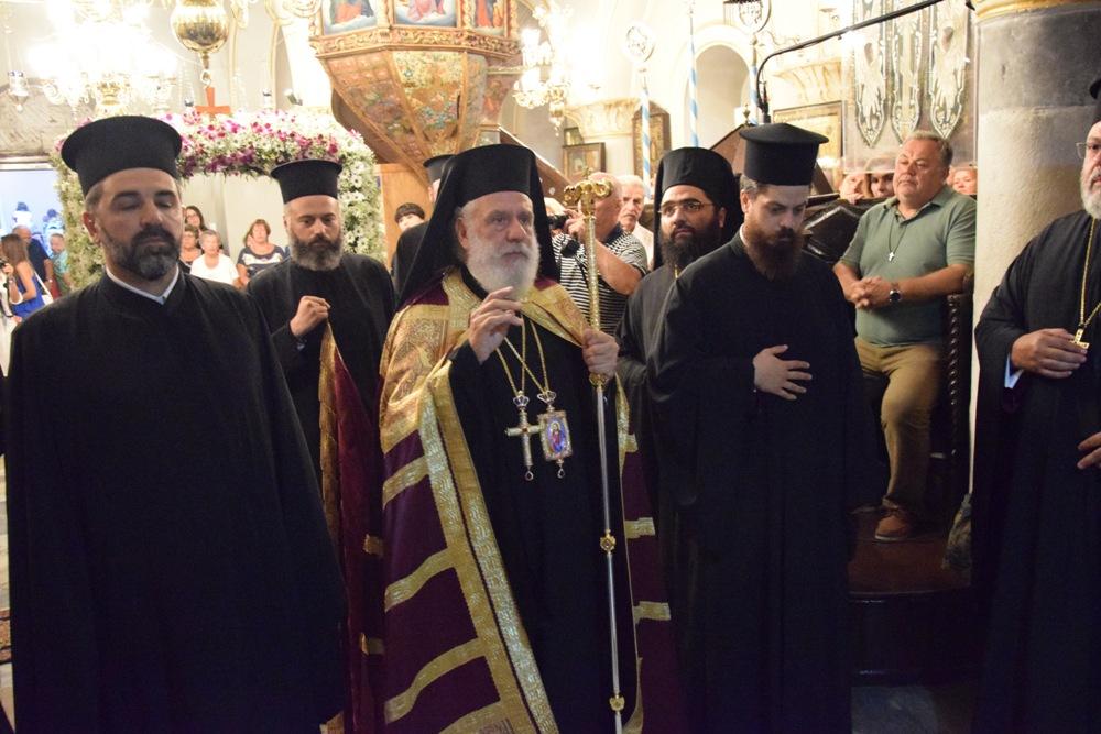 (pics&vid) Οι Μυκόνιοι τιμούν την προστάτιδα τους Παναγία Τουρλιανή