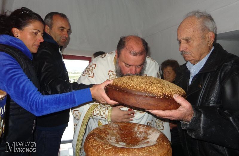Φωτορεπορτάζ - Θεία Λειτουργία στον Άγιο Σπυρίδωνα στον Κούνουπα