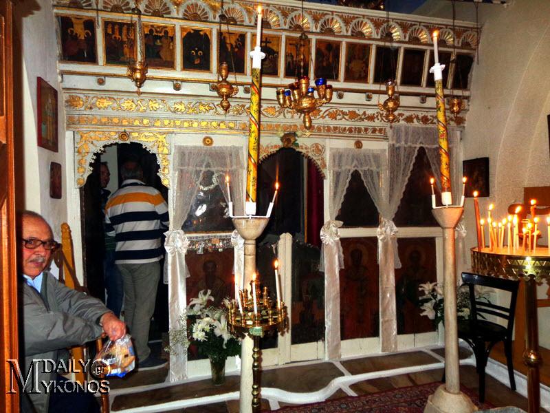 ΦΩΤΟΡΕΠΟΡΤΑΖ από τα Εισόδια της Θεοτόκου σε εκκλησίες της Μυκόνου