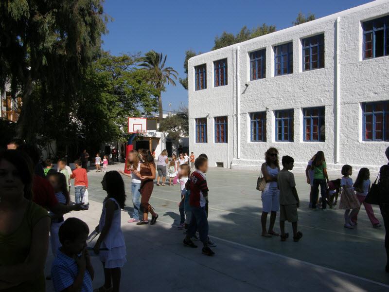 Επιστολή διαμαρτυρίας για την συνεχιζόμενη υποστελέχωση των σχολείων από τον πρόεδρο της Δημοτικής Επιτροπής Παιδείας Μυκόνου