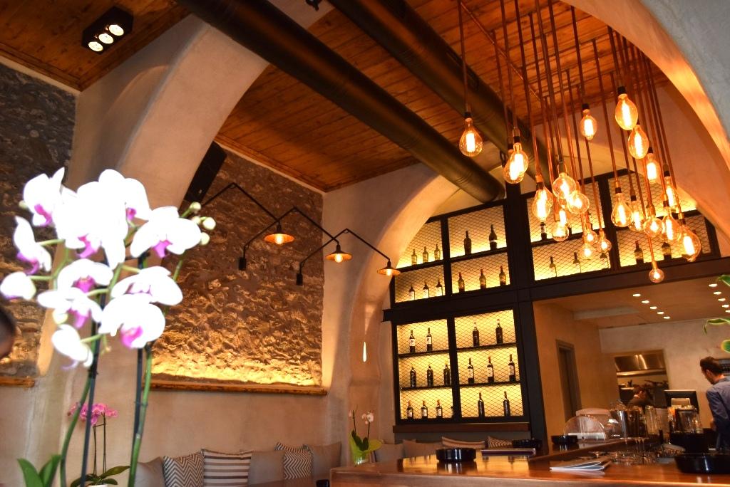 Cafe-Bar-Resto Vegera στο γιαλό της Μυκόνου