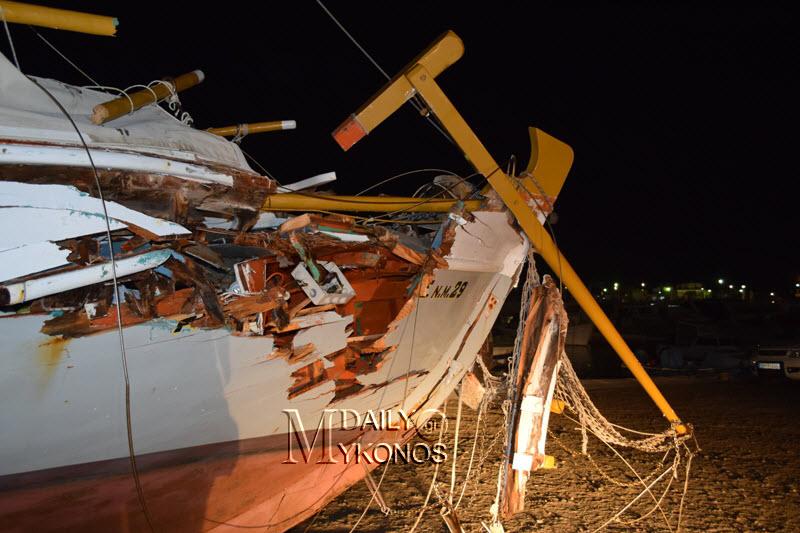 Ρεπορτάζ και φωτογραφίες από το ναυτικό ατύχημα στο λιμάνι που είχε ως συνέπεια να βυθιστεί ένα τρεχαντήρι