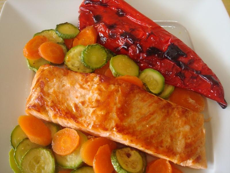 Σολομός φιλέτο στη σχάρα με λαχανικά