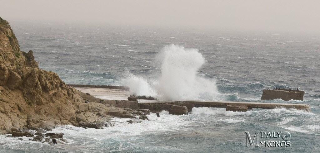 Άνεμοι έως 10 μποφόρ σαρώνουν τα πελάγη | Τα φαινόμενα τις επόμενες ώρες και η ανακοίνωση του λιμεναρχείου Μυκόνου