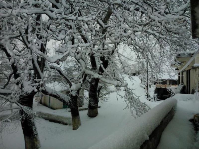 Αποκλεισμένοι από τα χιόνια 50 προσκυνητές στη Μονή Κουδουμά
