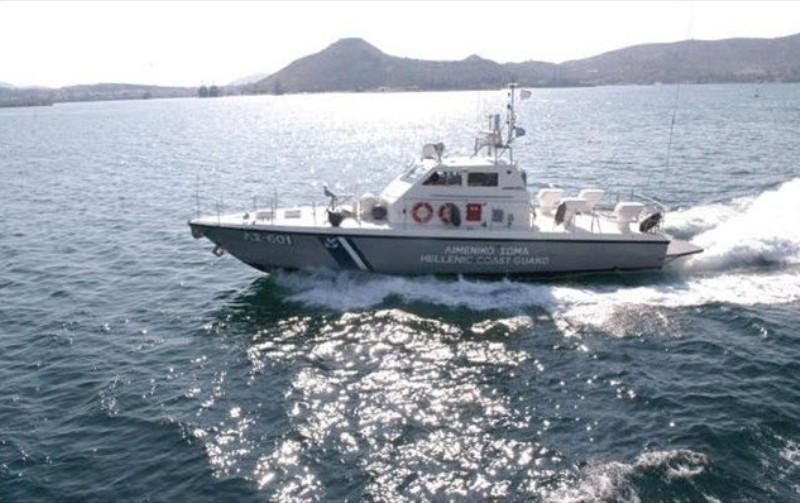 Πλοιάριο με 11 επιβαίνοντες παρουσίασε εισροή υδάτων