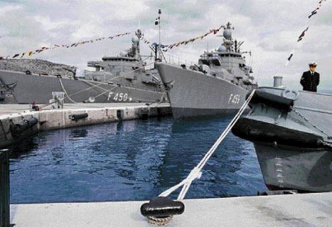 250 Τήνιοι θα φιλοξενηθούν στο αρματαγωγό πλοίο ΧΙΟΣ που κατέπλευσε στο λιμάνι του νησιού