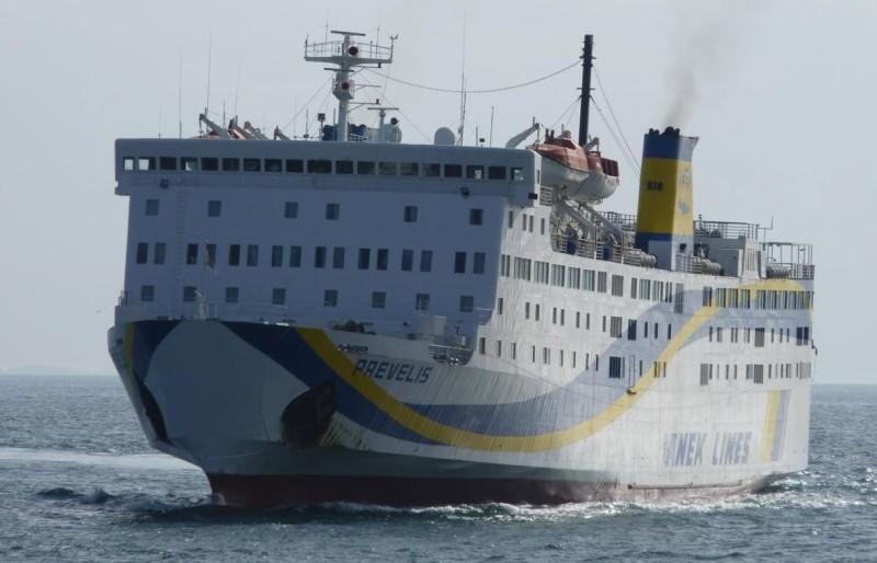 Αίσιο τέλος για την περιπέτεια των επιβατών του Πρέβελης που προσάραξε σε βραχονησίδα κοντά στην Σαντορίνη