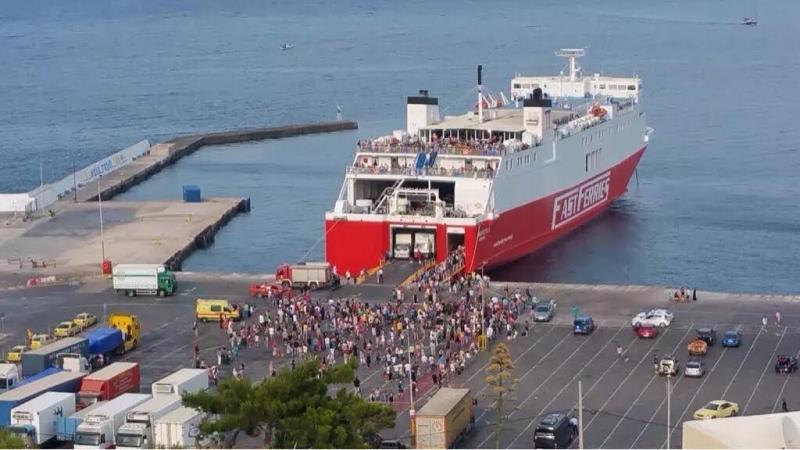 Αποβιβάστηκαν 1.300 επιβάτες στο