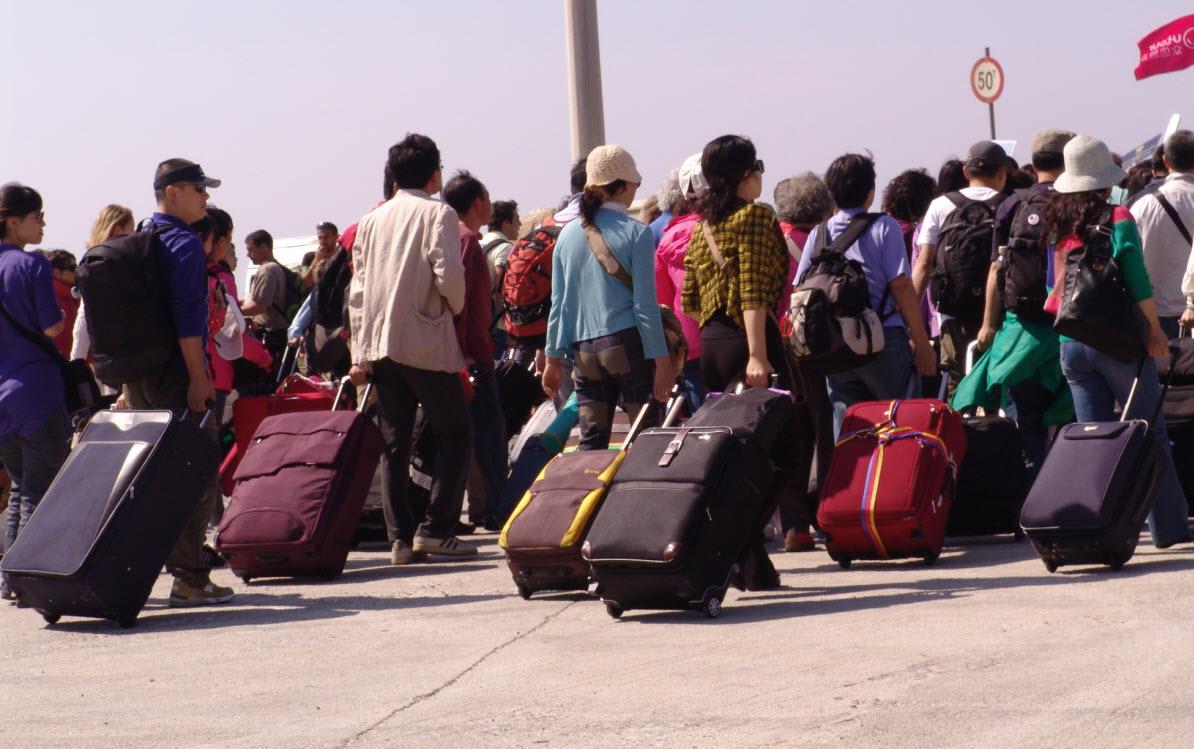 Wall Street Journal: Οι τουρίστες επιστρέφουν μαζικά στην Ελλάδα