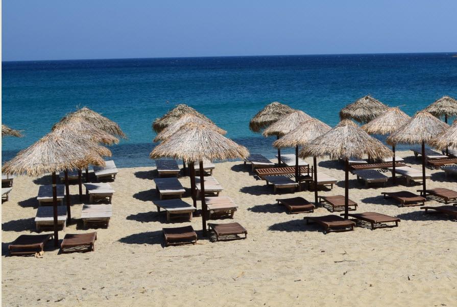 Συνεχίζεται η παράνομη τοποθέτηση ομπρελών σε παραλίες της Μυκόνου - Νέα σύλληψη