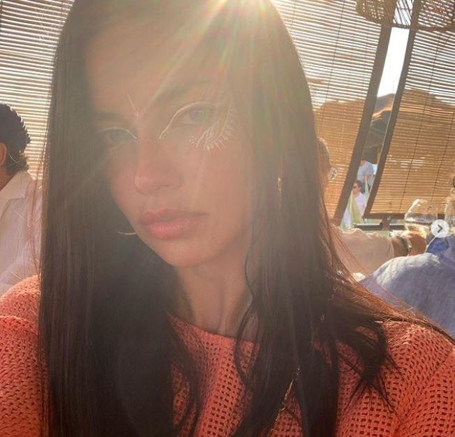 Απολαμβάνει τις διακοπές της στη Μύκονο η Αντριάνα Λίμα