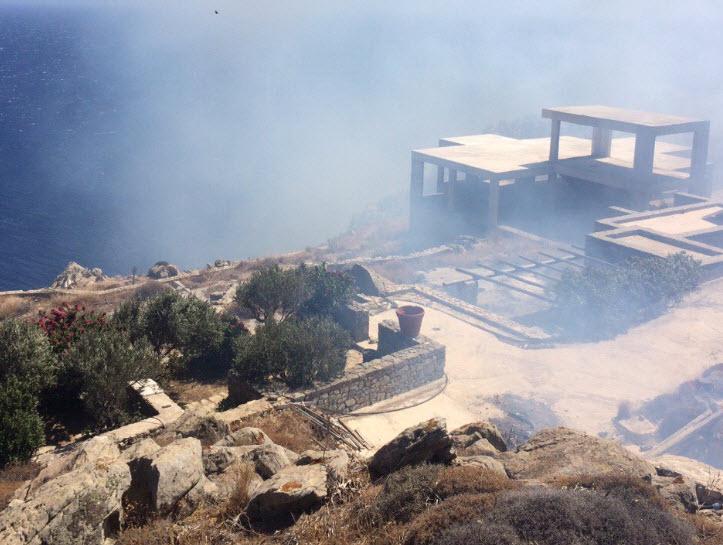 Απειλείται συγκρότημα κατοικιών από την φωτιά στην Ελιά (Δείτε ΦΩΤΟ)