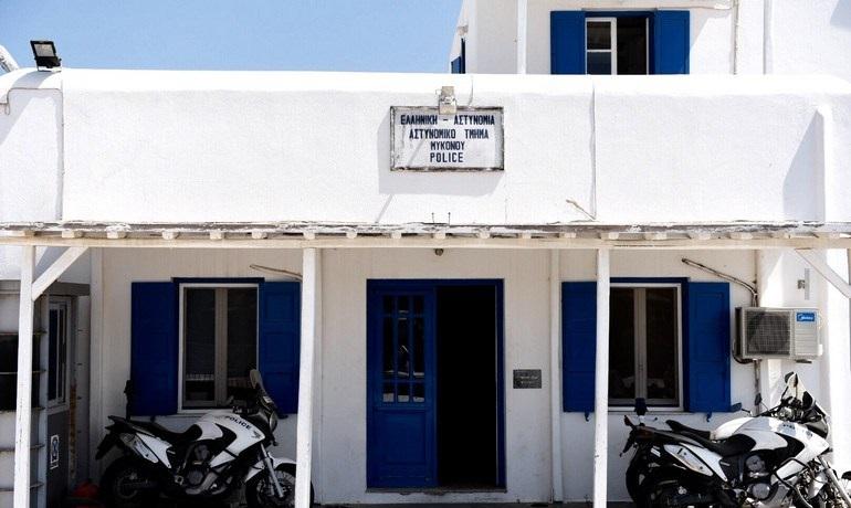 Έξι νέες συλλήψεις για παράνομη μεταφορά επιβατών σε Σαντορίνη και Μύκονο