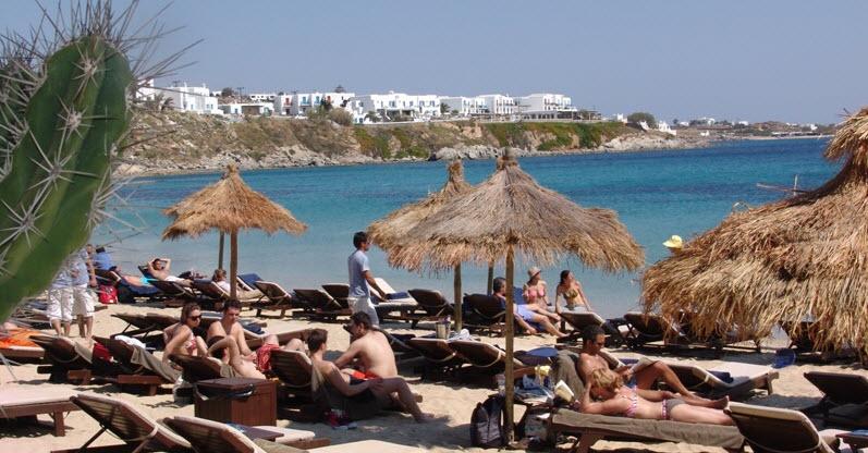 Με φόντο τις παραλίες η συνάντηση της Έλενας Κουντουρά με τον Δήμαρχο και τον Αντιδήμαρχο Μυκόνου στο Υπουργείο