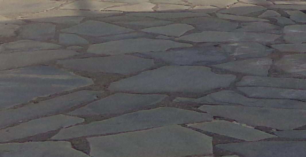 Ξεκινούν σήμερα οι εργασίες αποκατάστασης του πλακόστρωτου στον δρόμο από την Φάμπρικα ως τους Μύλους