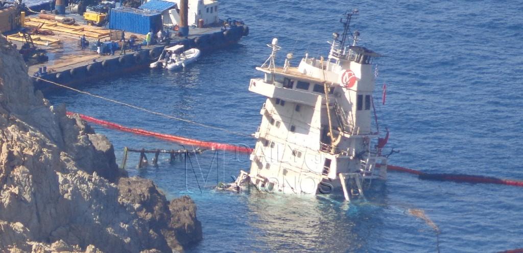 Συνεχίζεται η επιχείρηση απάντλησης καυσίμων του Τουρκικου φορτηγού πλοίου - Δείτε φωτογραφίες
