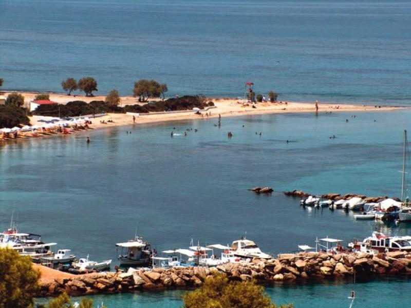Ποιο νησί προσφέρει δωρεάν διαμονή την Πρωτομαγιά;