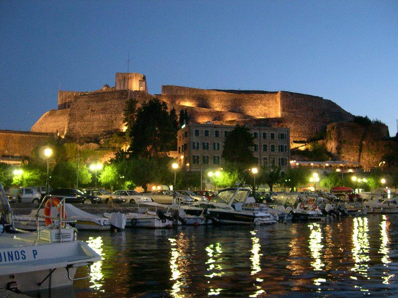 Στις κορυφαίες επιλογές των Ελλήνων για διακοπές του Πάσχα η Ρώμη και η Κέρκυρα