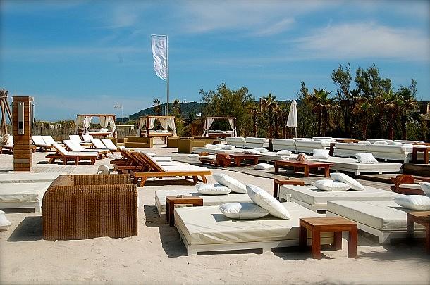 Τα 10 Coolest Beach Bars στην Ευρώπη - Ένα στη Μύκονο!