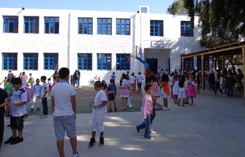 Πρώτο κουδούνι - Το πρόγραμμα των αγιασμών στα σχολεία της Μυκόνου