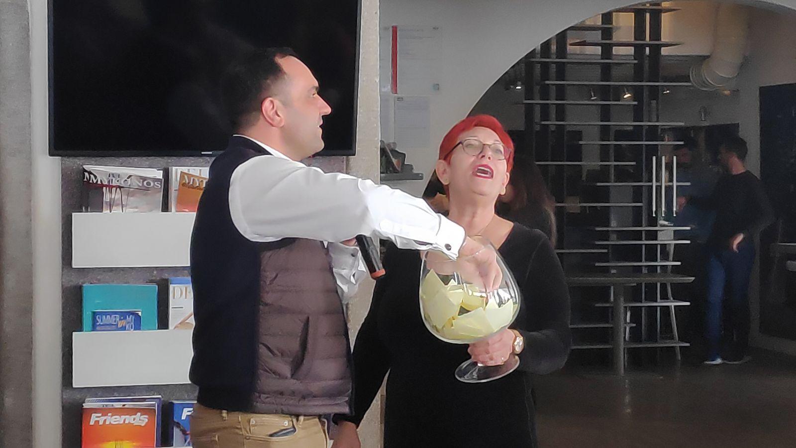 (video) Πρόεδρος Συλλ. Γυναικών προς Κων/νο Κουκά «Είσαι ο τυχερός μας Δήμαρχος!»